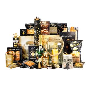 kerstpakket met verschillende soorten thee en accessoires